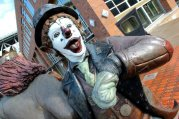 Bronze Clown Statues in Seattle